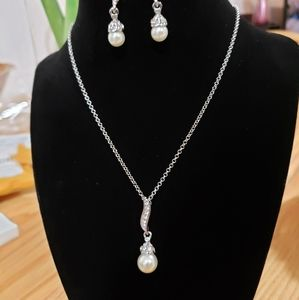 Pearl necklace and earings set